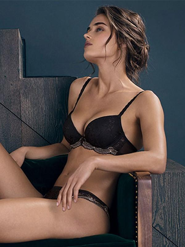 "Wacoal plunge push up krūšturis ""Irresistible Black"""